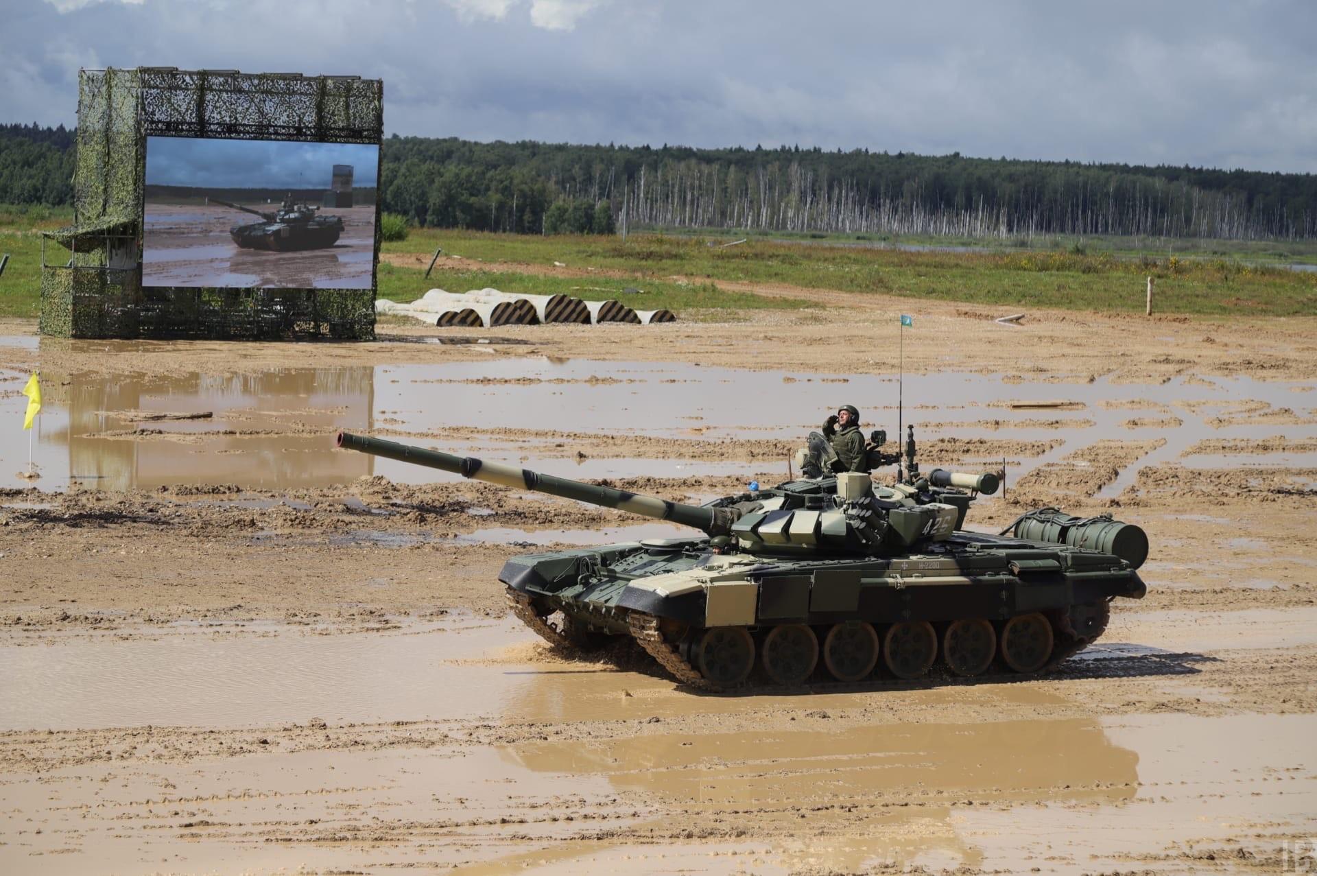 Рязанские десантники на полигоне «Алабино» исполнили вальс на БМД-4М